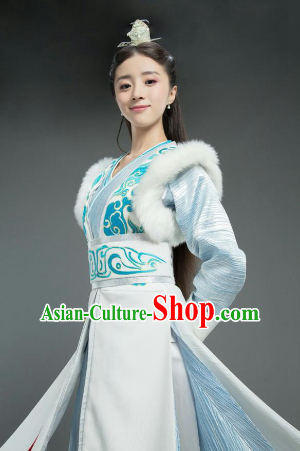 Traditional Chinese Ancient Chivalrous Female Fur Dress Costume, Chinese Northern and Southern Dynasties Television Tokgo World Heroine Hanfu Clothing and Headpiece Complete Set for Women