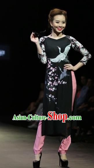 Traditional Top Grade Asian Vietnamese Costumes Classical Hand Painting Crane Full Dress, Vietnam National Ao Dai Dress Catwalks Debutante Black Qipao for Women