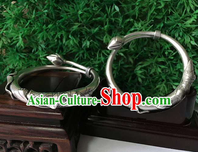 Traditional Chinese Miao Nationality Accessories Bracelet, Hmong Female Ethnic Pure Sliver Lotus Seedpod Bangle for Women