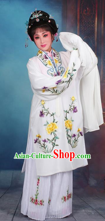 Top Grade Professional Beijing Opera Palace Lady Costume Hua Tan White Embroidered Cape Dress, Traditional Ancient Chinese Peking Opera Diva Embroidery Clothing