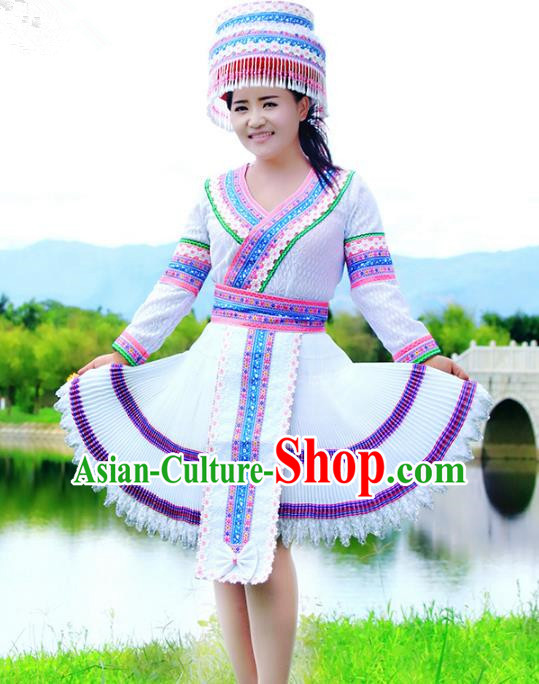 Traditional Chinese Miao Nationality Wedding Costume, Hmong Young Lady Folk Dance Ethnic White Pleated Dress, Chinese Minority Nationality Embroidery Clothing for Women