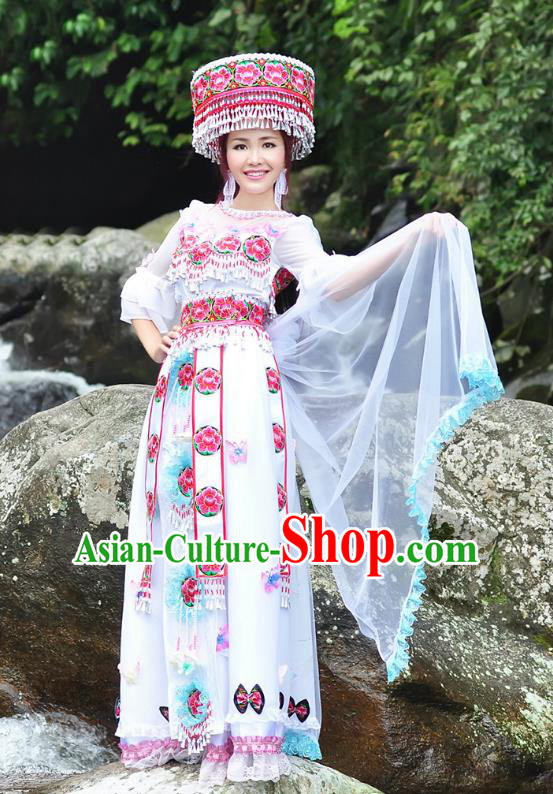 Traditional Chinese Miao Nationality Wedding Bride Costume White Long Skirt, Hmong Folk Dance Ethnic Chinese Minority Nationality Embroidery Clothing for Women