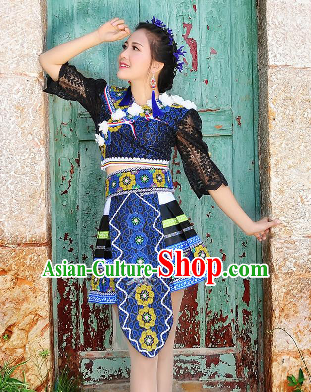 Traditional Chinese Miao Nationality Wedding Bride Costume Navy Short Pleated Skirt, Hmong Folk Dance Ethnic Chinese Minority Nationality Embroidery Clothing for Women