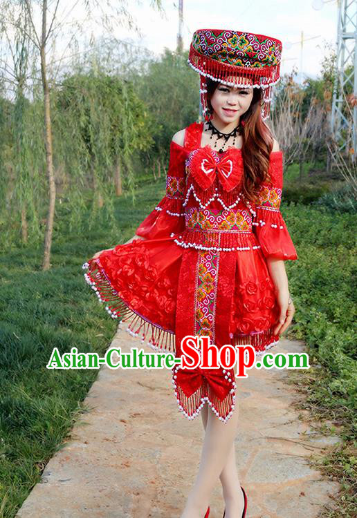 Traditional Chinese Miao Nationality Wedding Bride Costume Embroidered Red Short Pleated Skirt, Hmong Folk Dance Ethnic Chinese Minority Nationality Embroidery Clothing for Women