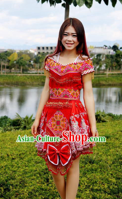 Traditional Chinese Miao Nationality Wedding Costume Embroidered Red Short Beads Pleated Skirt, Hmong Folk Dance Ethnic Chinese Minority Nationality Embroidery Clothing for Women