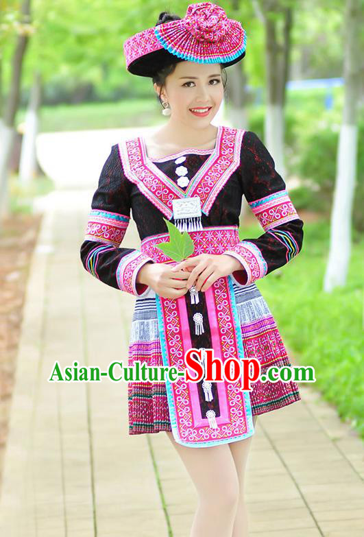 Traditional Chinese Miao Nationality Wedding Bride Costume Black Short Pleated Skirt, Hmong Folk Dance Ethnic Chinese Minority Nationality Embroidery Clothing for Women