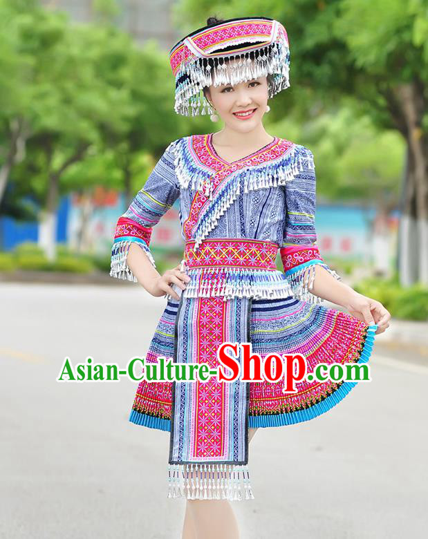 Traditional Chinese Miao Nationality Wedding Bride Costume Blue Short Pleated Skirt, Hmong Folk Dance Ethnic Chinese Minority Nationality Embroidery Clothing for Women