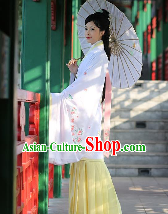 Asian Chinese Song Dynasty Young Lady Costume Hanfu Embroidered Yellow Curve Bottom, Traditional China Ancient Princess Dress for Women