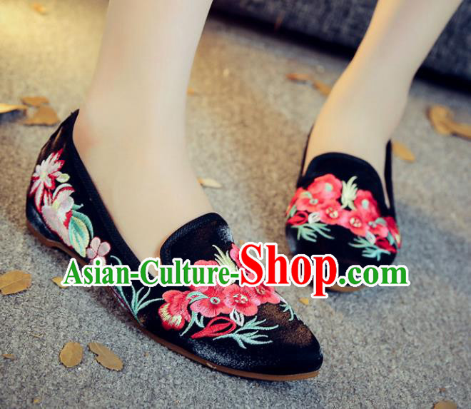 Traditional Chinese National Hanfu Embroidery Wintersweet Shoes, China Princess Black Embroidered Shoes for Women