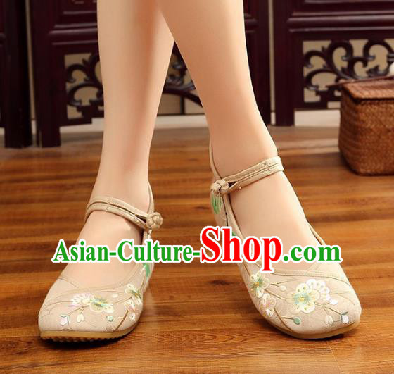 Traditional Chinese National Hanfu Embroidery Wintersweet White Shoes, China Princess Embroidered Shoes for Women