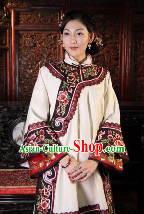 Traditional Chinese Ancient Qing Dynasty Young Mistress Embroidered White Xiuhe Suit Clothing for Women