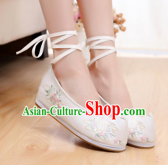 Chinese Traditional National Shoes Ancient Hanfu Shoes White Embroidered Shoes for Women