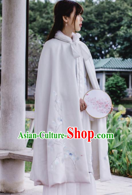 Chinese Traditional Costumes Ancient Hanfu Embroidered White Woolen Cloak for Women