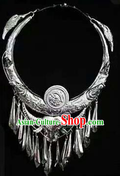Chinese Traditional Miao Nationality Jewelry Accessories Ethnic Sliver Bull Head Necklace for Women