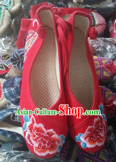 Chinese Traditional Handmade Embroidered Peony Shoes Red Cloth Shoes for Women
