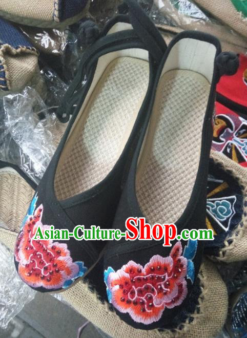 Chinese Traditional Handmade Embroidered Peony Shoes Black Cloth Shoes for Women