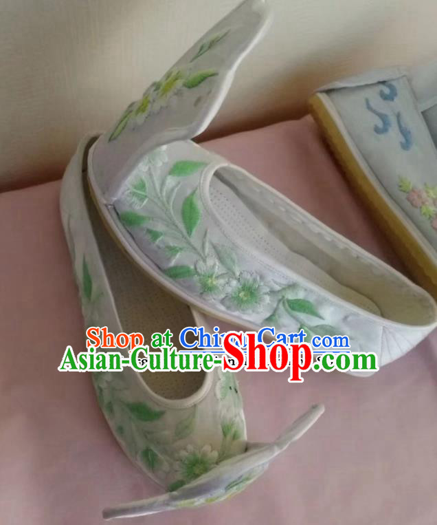 Chinese Traditional Hanfu White Shoes Embroidered Shoes Handmade Cloth Shoes for Women