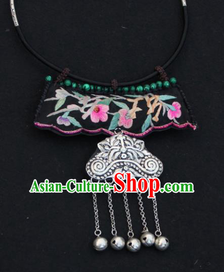 Chinese Traditional Jewelry Accessories Yunnan Miao Minority Embroidered Sliver Necklace for Women