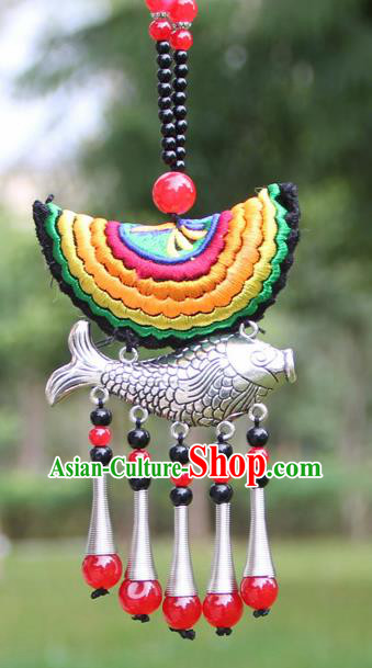 Chinese Traditional Accessories Yunnan Minority Yellow Embroidered Sliver Fish Necklace for Women