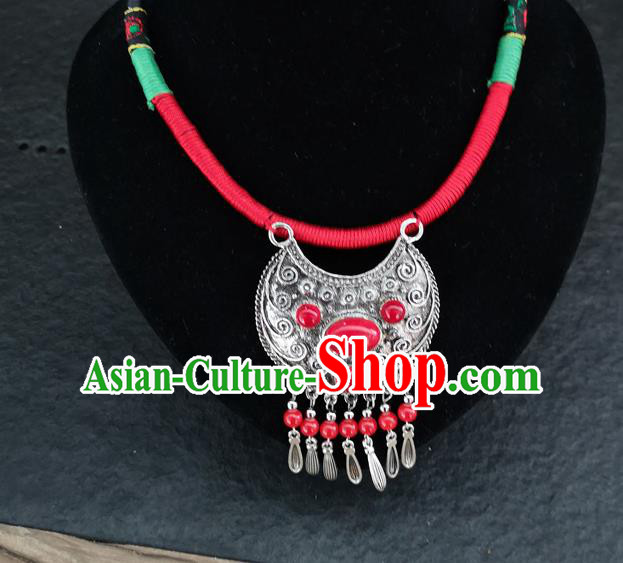 Chinese Traditional Accessories Yunnan Minority Carving Sliver Necklace for Women