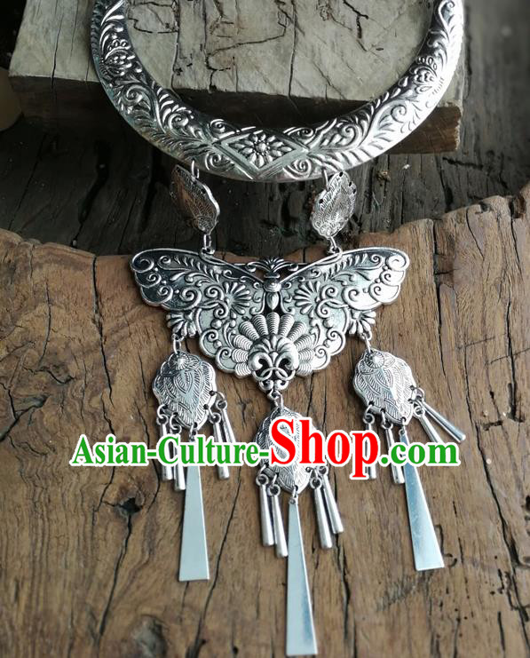 Chinese Ethnic Carving Butterfly Folk Dance Necklace Traditional National Jewelry Accessories for Women