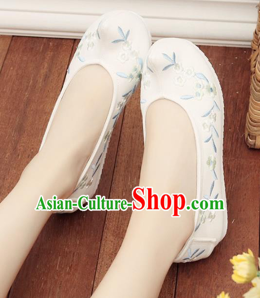 Asian Chinese Wedding Shoes Embroidery White Princess Shoes, Traditional China Handmade Hanfu Shoes Embroidered Shoes