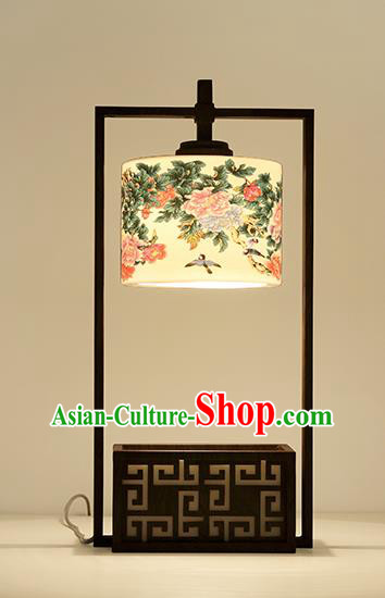 Traditional China Ancient Iron Lanterns Handmade Painting Peony Desk Lantern Ancient Lamp