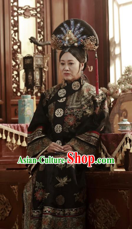 Chinese Ancient Qing Dynasty Manchu Empress Dowager Xiao Zhuang Embroidered Historical Costume for Women