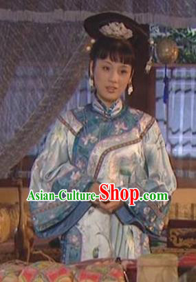 Chinese Ancient Qing Dynasty Imperial Concubine of Kangxi Historical Costume Manchu Embroidered Dress for Women