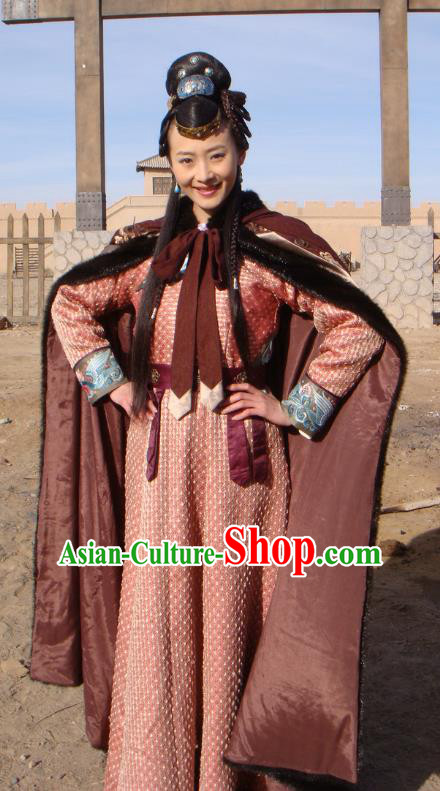 Chinese Traditional Tang Dynasty Hofdame Swordswoman Embroidered Replica Costume for Women