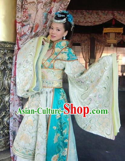 Chinese Tang Dynasty Imperial Concubine Yang Yuhuan Embroidered Dress Ancient Palace Lady Historical Costume