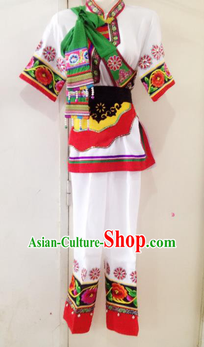 Traditional Chinese Yi Nationality Costume, China Ethnic Folk Dance White Clothing for Women