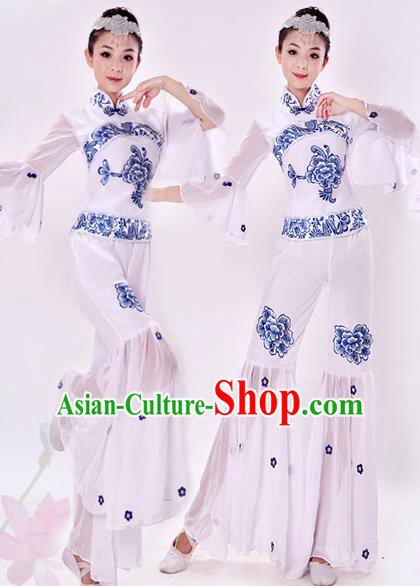 Traditional Chinese Yangge Fan Dancing Costume, Folk Dance Yangko Costume Drum Dance White Clothing for Women