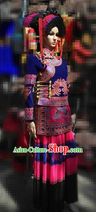 Traditional Chinese Yi Nationality Embroidered Costume, China Yi Ethnic Minority Dance Clothing and Headwear for Women