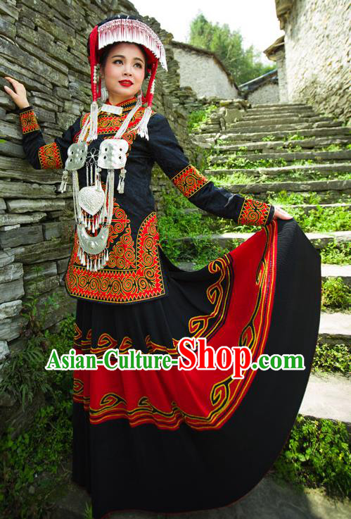 Traditional Chinese Yi Nationality Embroidered Wedding Costume, China Yi Ethnic Minority Dance Black Clothing and Headwear for Women