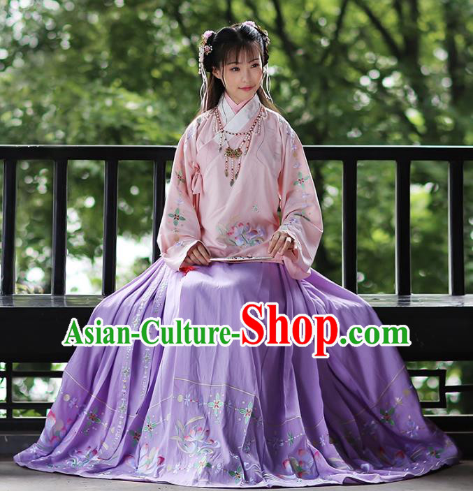 Chinese Ancient Female Hanfu Dress Ming Dynasty Princess Embroidered Costumes and Jewelry Accessories for Rich Lady
