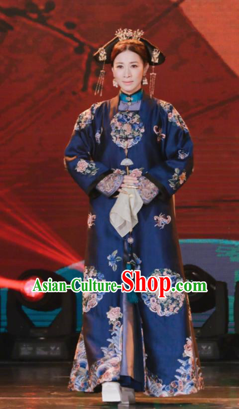 Chinese Ancient Qing Dynasty Manchu Empress Story of Yanxi Palace Queen Embroidered Costumes and Headpiece for Women