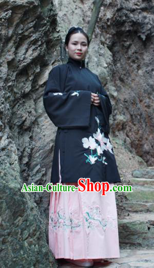 Chinese Ancient Nobility Lady Hanfu Dress Ming Dynasty Embroidered Costume for Rich Women
