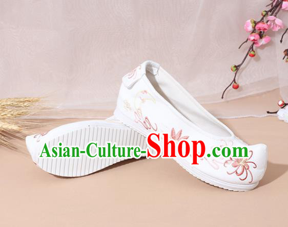 Chinese National Embroidered Chrysanthemum White Shoes Ancient Traditional Princess Shoes Hanfu Shoes for Women