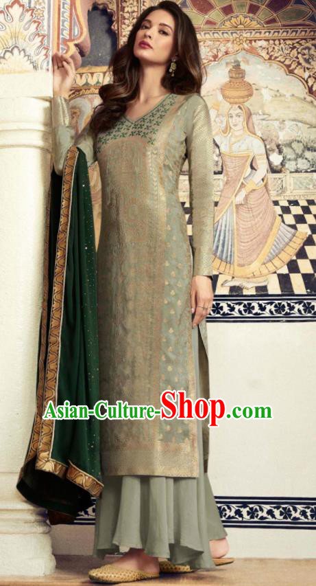 Asian Indian Punjabis Embroidered Light Green Blouse and Pants India Traditional Lehenga Choli Costumes Complete Set for Women