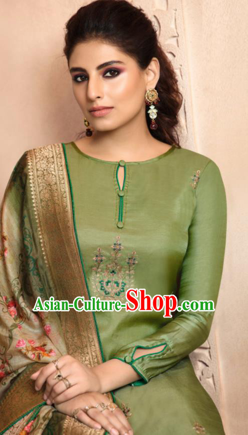Asian Indian Punjabis Bride Embroidered Green Satin Blouse and Pants India Traditional Lehenga Choli Costumes Complete Set for Women