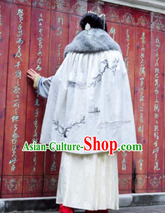 Traditional Chinese Ming Dynasty Princess White Cloak Ancient Embroidered Costume for Women