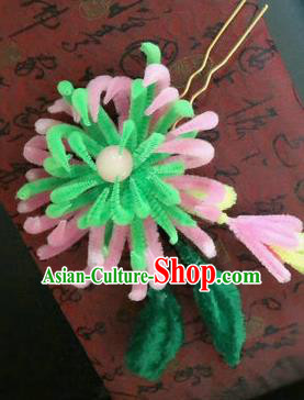 Traditional Chinese Ancient Qing Dynasty Light Green Velvet Chrysanthemum Hairpins Handmade Palace Hair Accessories for Women