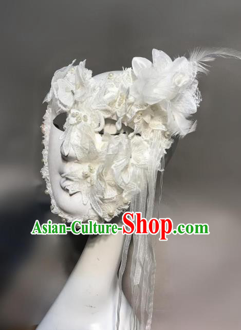 Top Halloween Stage Show Accessories Brazilian Carnival Catwalks White Lace Feather Face Mask for Women
