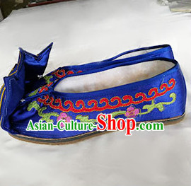 Chinese Traditional Beijing Opera Embroidered Shoes Ancient Princess Hanfu Royalbue Satin Shoes for Adults