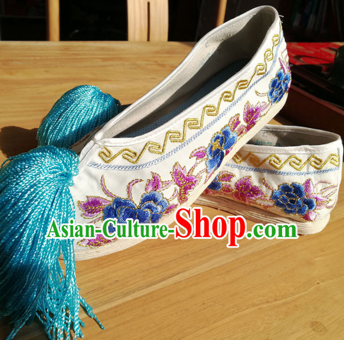 Chinese Traditional Beijing Opera White Satin Shoes Ancient Princess Hanfu Embroidered Shoes for Adults